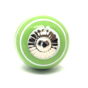 Petit bouton de meuble vert rayé