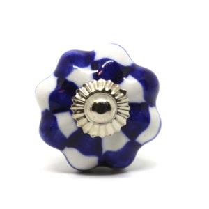 Petite poignée de meuble quadrillée bleue et blanche