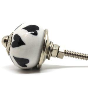 Petit bouton de meuble noir et blanc motifs coeurs
