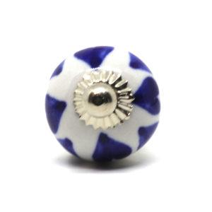 Petit bouton de meuble bleu et blanc motifs coeurs