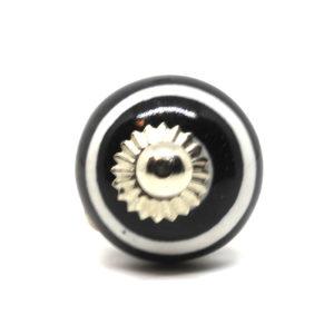 Petit bouton de meuble rayé noir et blanc