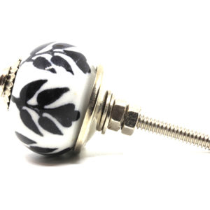 Petit bouton de meuble noir et blanc fleur